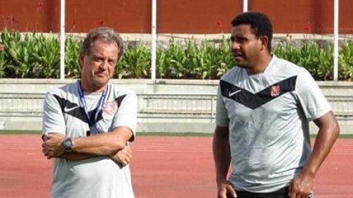 flemming-serritslev-mit-co-trainer-reggie-davani-bei-der-nationalmannschaft-von-papua-neuguinea-1537969924-17923